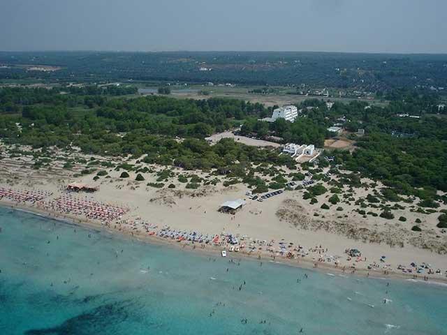 Veduta dell'Hotel Club Astor e della spiaggia vicina