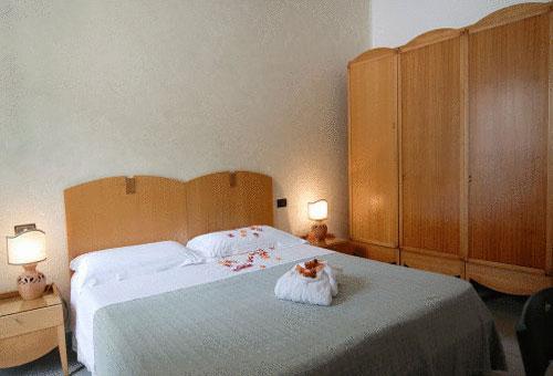 Particolari camere del Grand Hotel Mediterraneo