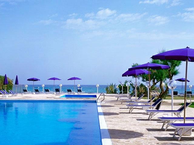 Hotel del Levante con piscina in posizione fronte mare