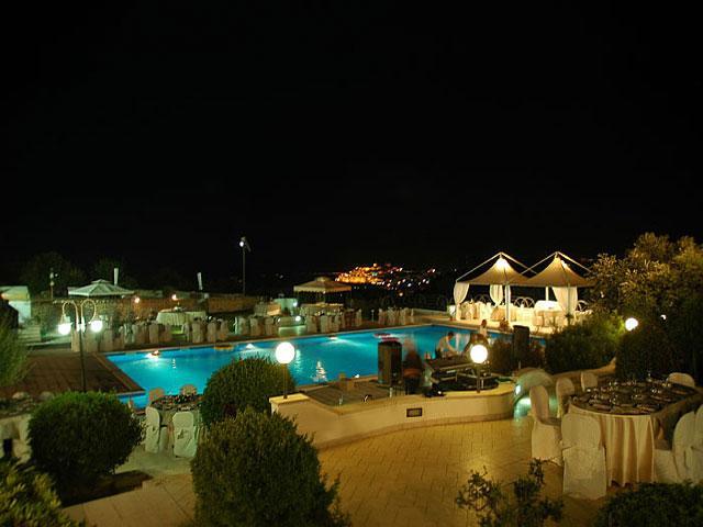 Illuminazione serale dell'Hotel Incanto
