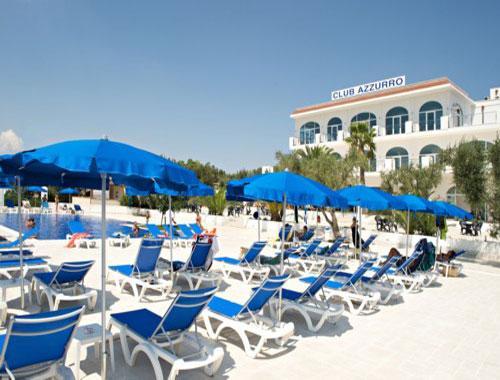 L'hotel vanta camere con vista piscina e vista panoramica