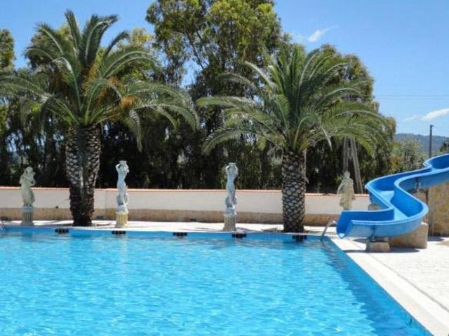 Giochi acquatici in piscina
