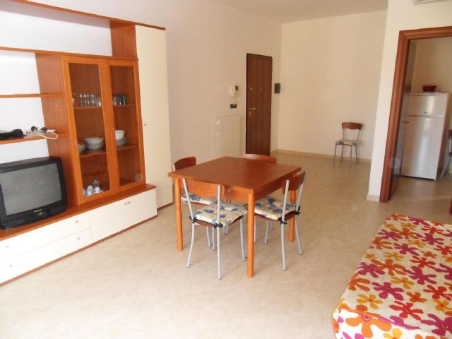 soggiorno sala da pranzo appartamento in residence