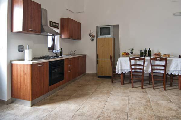 Sala pranzo dotata di angolo cottura