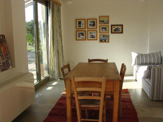 Sala pranzo di uno degli appartamenti presenti nell antica dimora Casina Baronale