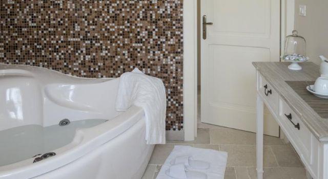 bagno con vasca idromassaggio camera deluxe