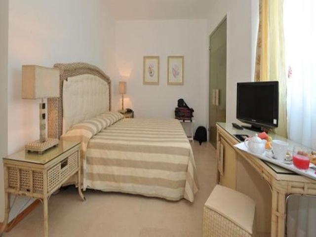 Camera da letto matrimoniale con tv LCD