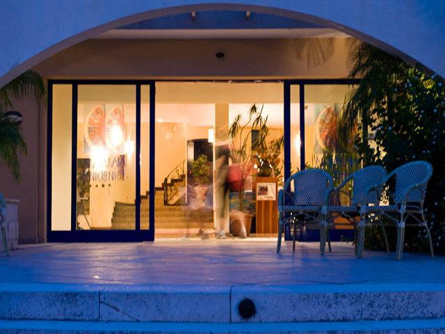 Ingresso del Villaggio Hotel Araba Fenice ubicato a Torre dell'Orso nel Salento
