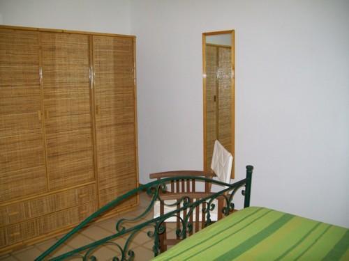 Vista degli interni della camera da letto