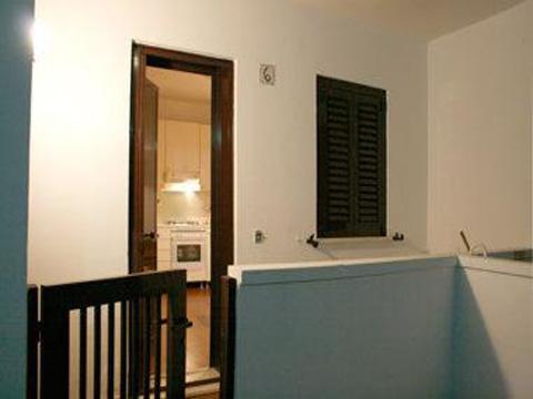 Ingresso di uno degli appartamenti all'interno del Villaggio Conca Specchiulla