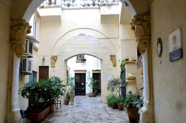 L'ingresso del bed and breakfast Palazzo Balsamo
