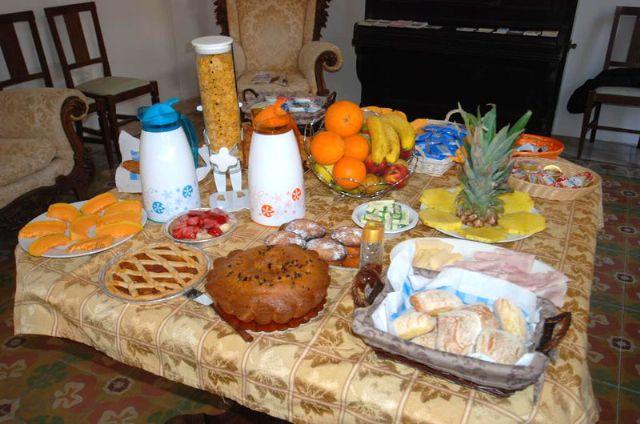 la colazione mattutina con torte fatte in casa e prodotti tipici del Salento