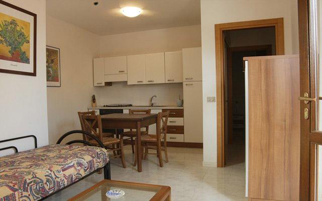 Interni finemente arredati degli appartamenti in affitto a Porto Selvaggio