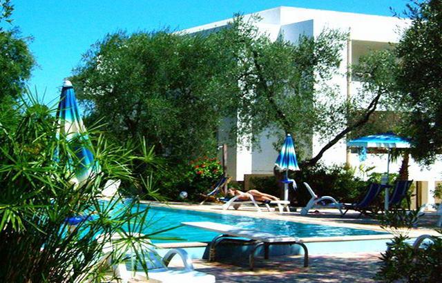 Villaggio residence gallo 3 stelle a vieste - Piscina assori foggia prezzi ...