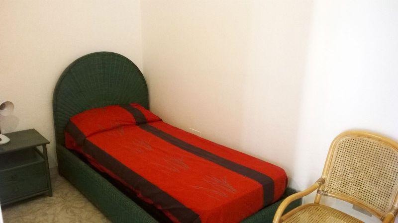 letto singolo in una delle camere