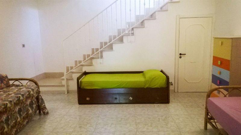 il disimpegno al piano basso dall'abitazione vanta due divani letto trasformabili