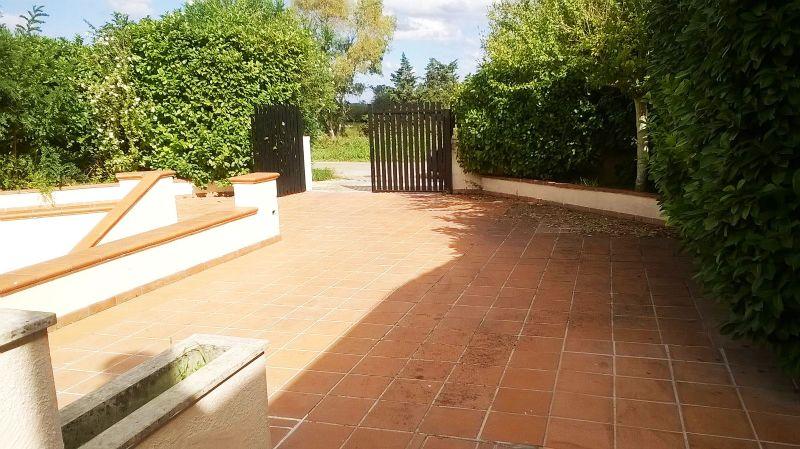 il cancello de'entrata alla villa