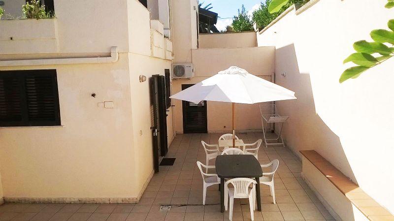 Appartamento con giardino e veranda in villa bifamiliare a for Planimetrie dell interno della casa all aperto
