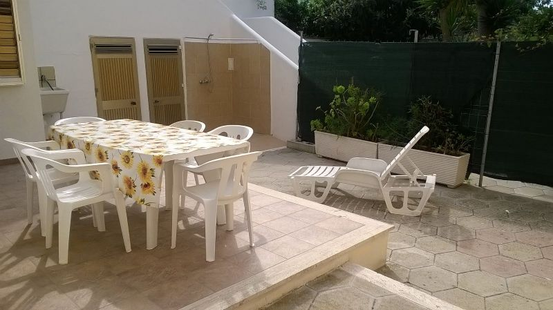 Lo spazio relax all'aperto di Fausto appartamento di Torre dell'Orso