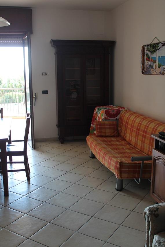 soggiorno ampio e luminoso con balcone abitabile