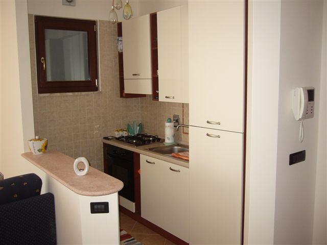 Casa vacanza quadrilocale 2 bagniin affitto al residence for Arredare angolo cottura e soggiorno