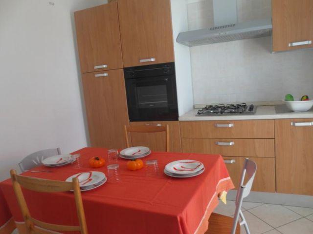 zona soggiorno e angolo cucina degli appartamenti de Il Tramonto