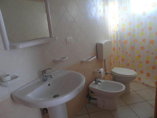 Gli appartamenti de Il Tramonto Residence dispongono di bagno privato con doccia e sanitari