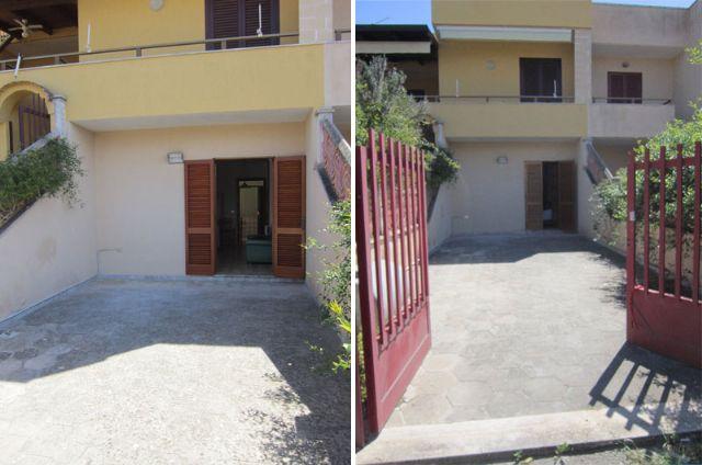 L'ingresso e il cortile con i posti macchina sul davanti della casa vacanza