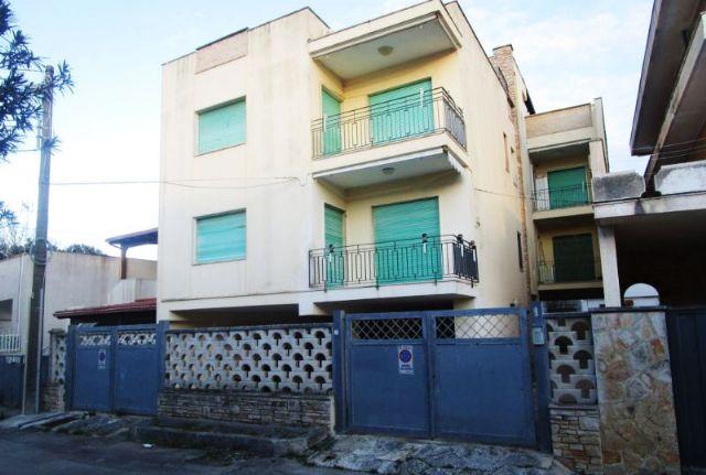 Il fronte del piccolo condominio dell'appartamento