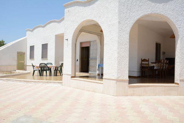 Casa vacanza villa carmela con piscina e giardino a torre - Casa vacanza con piscina salento ...