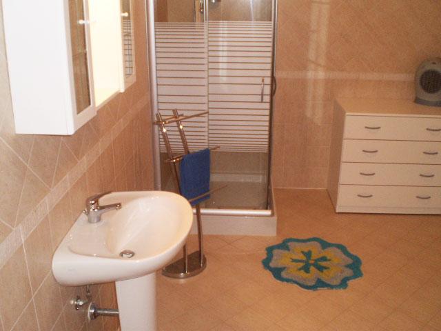 Secondo bagno con box doccia