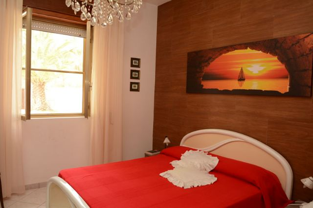 Affitto villa di lusso con piscina a torre colimena for Piani di casa di lusso 5 camere da letto