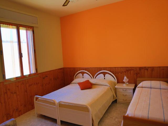 Camera da letto matrimoniale piu' lettino