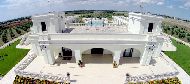 vista dall'alto della facciata dell'hotel