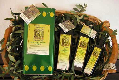 L'azienda agricola di famiglia produce olio extravergine di oliva