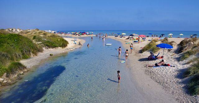 Il vicino mare e spiaggia di Torre Chianca