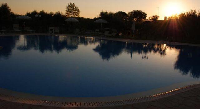 la piscina di agriturismo Masseria Baronali
