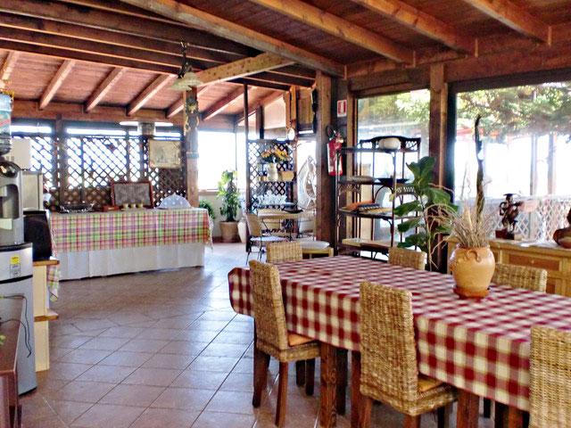 Sala interna per consumare la prima colazione all'Agriturismo Casato Calabrese