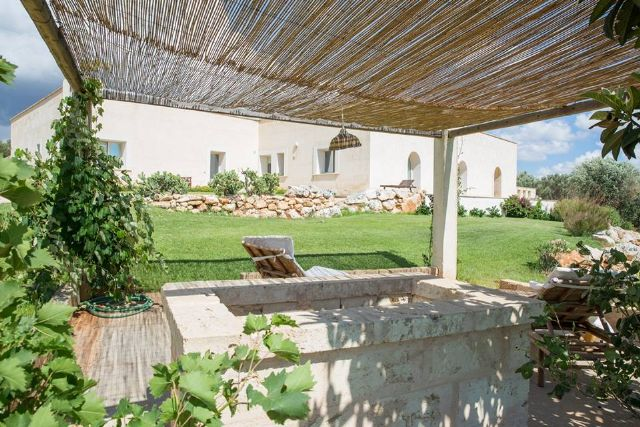 gazebo per il relax nel giardino dell'agriturismo