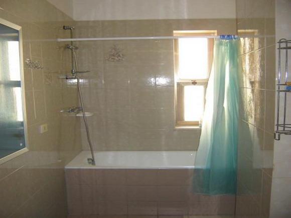 Bagno con vasca - Bilocale al secondo piano