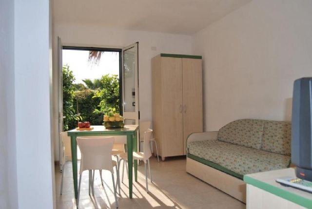 soggiorno dell'appartamento trilocale al Residence Vaìa
