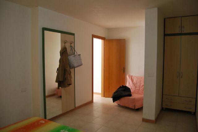 camera con armadio dell'appartamento bilocale