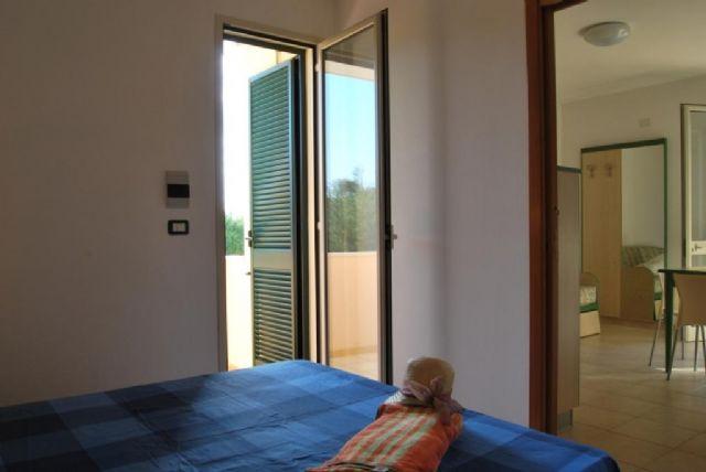 camera da letto con balcone del bilocale