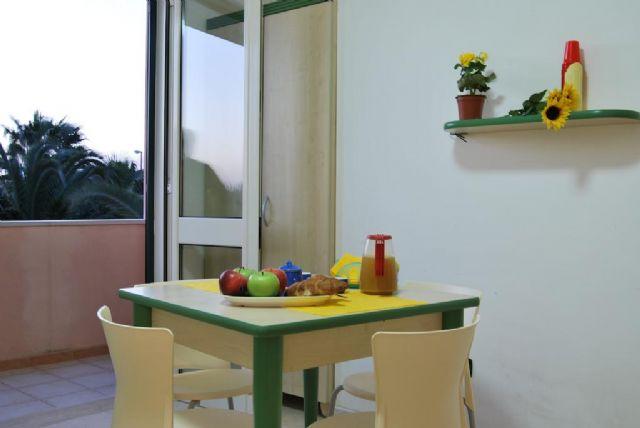 Appartamento con una camera da letto, soggiorno e balcone al Vaìa