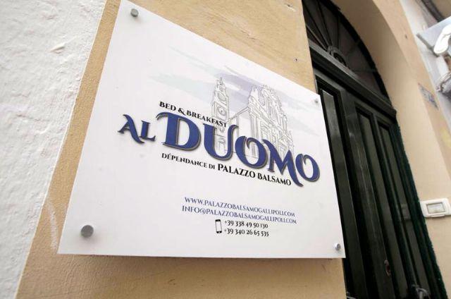 L'ingresso al Bed and Breakfast Al Duomo nel centro storico di Gallipoli