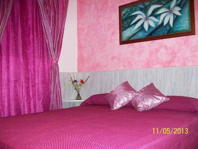 Camera matrimoniale con bagno privato, clima, minifrigo