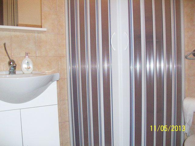 Appartamenti con servizi pivati con box doccia