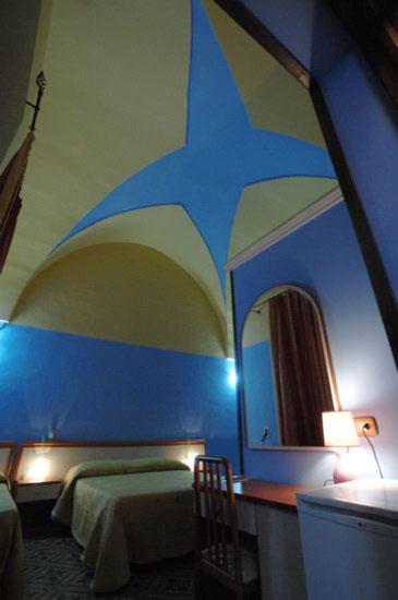 Particolari e raffinate camere con volte a stella