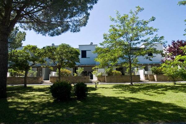 Il Blu Area Village dispone di 196 appartamenti ubicati al piano terra e al primo piano