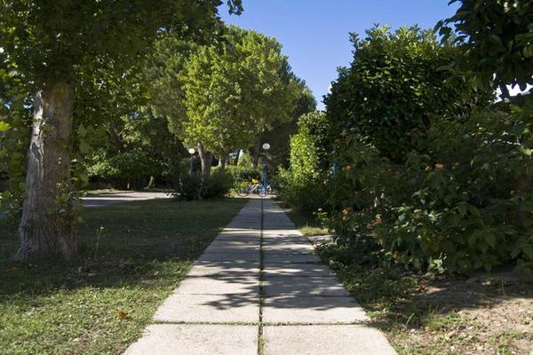 Viali alberati all'interno del Blue Area Village ubicato nel Salento in localita' Torre dell'Orso